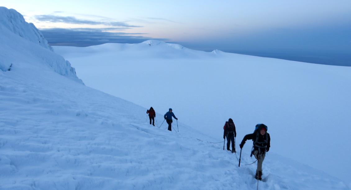 Mittsommernacht Bergsteigen Island
